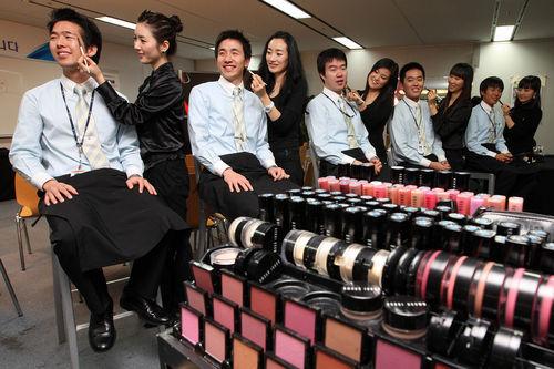 大韩职员为男女生开v职员课华丽变身Mr.Beaut勃航空晨图片