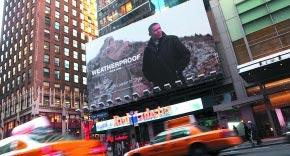 奥巴马游长城广告牌