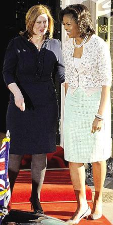 """英国""""第一夫人""""萨拉与米歇尔互动亲如姐妹"""