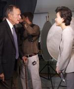 老布什在演播室与杨澜对话