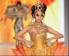 这套服饰是国内某知名设计师的作品