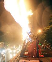 火光照亮海口市