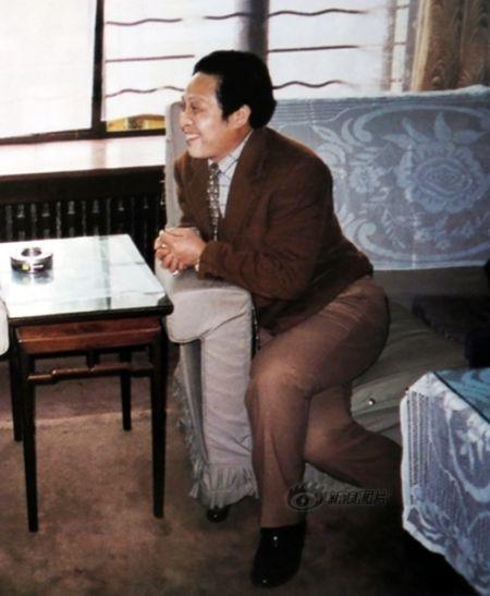 """这张照片是画册中王林姿势最为""""卑微""""的一张……"""