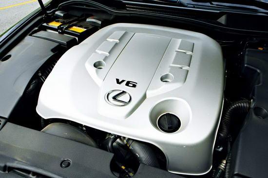 3.0L发动机的动力指标与IS300丝毫不差,但由于整备质量有所增加,IS300C的提速并没有想像中那样迅猛