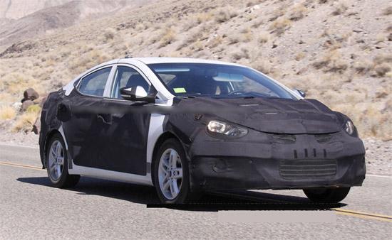 新一代伊兰特的车身轮廓令酷似一款尺寸缩小后的新索纳塔YF