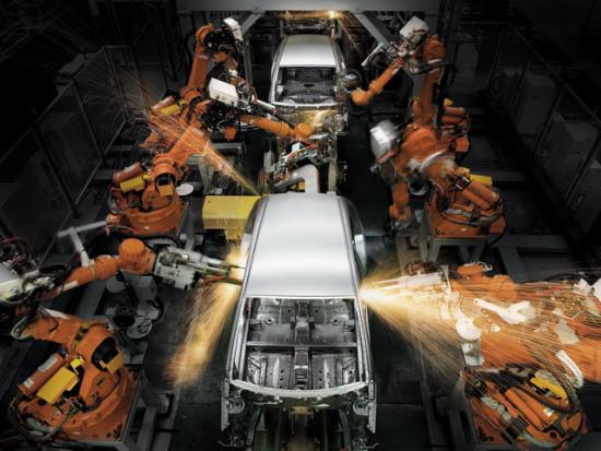 熊猫车焊接生产线上的日本Nachi焊接机器人