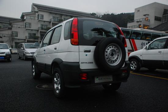 众泰2008EV车尾也没有电动车标示 只是没有了排气管
