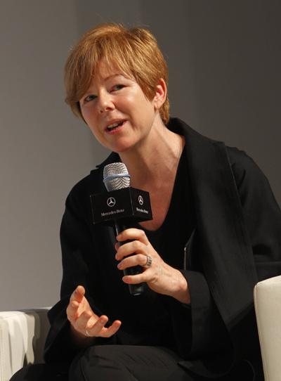 中国当代艺术专家凯伦史密斯女士