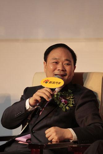 吉利控股集团有限公司董事长李书福参加新浪汽车主办全球汽车领袖峰会论坛