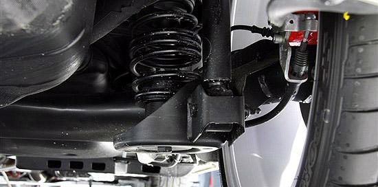 """尽管不少人对于扭转梁半独立悬架戏称为""""板车悬架"""",但是毕竟这套悬架形式更加适合车身紧凑的小型车"""