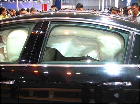 东风雪铁龙C5后排双侧气囊及两侧大型安全气帘