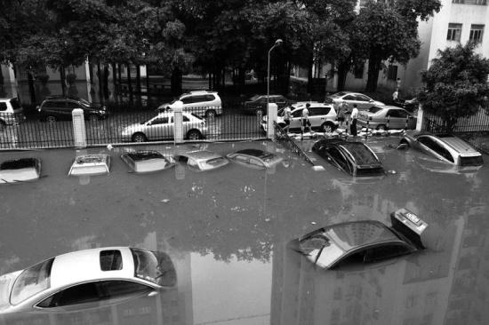 广州暴雨后街景实拍