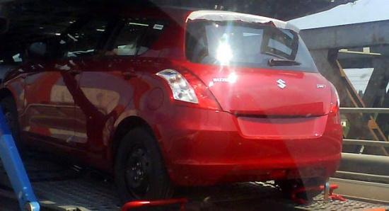 运输中拍摄到的2011款雨燕新车