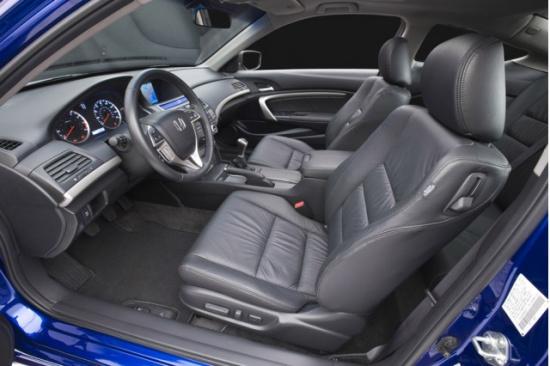 置,包括了真皮方向盘,电加热座椅,驾驶席座椅电动
