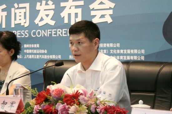 上汽通用五菱副总经理袁智军在新闻发布会上发言