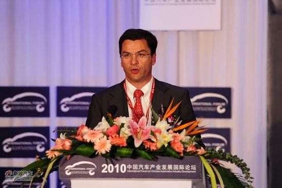 标致雪铁龙集团副总裁兼亚洲区总裁雷古瓦