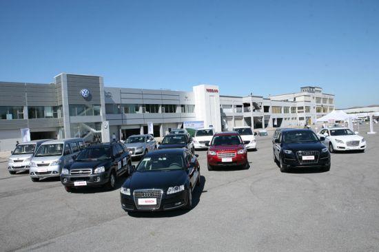 试乘试驾活动有10余辆的柴油乘用车供媒体参与体验,包括SUV、MPV、及轿车等不同车型,涵盖了国内外知名品牌,其共同点是均配备了博世共轨系统。