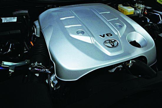 3. 0 L发动机动力充沛,同时具有良好的经济性