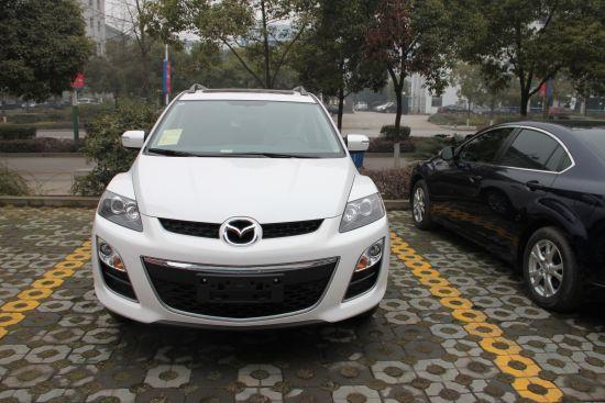 马自达CX-7,珠光白首次引入国内。(宜昌恒信天龙店实拍)
