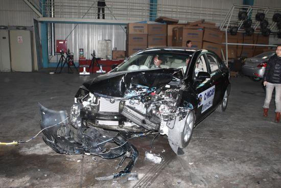 图为帝豪EC7碰撞测试现场-三款第四批C NCAP碰撞结果分析 帝豪EC7高清图片