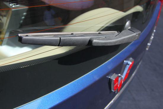 五菱 五菱资讯 资讯    车顶行李架和天线是宏光的一大特色,特别是