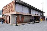 2011上海车展探馆:新浪汽车展台紧张搭建中