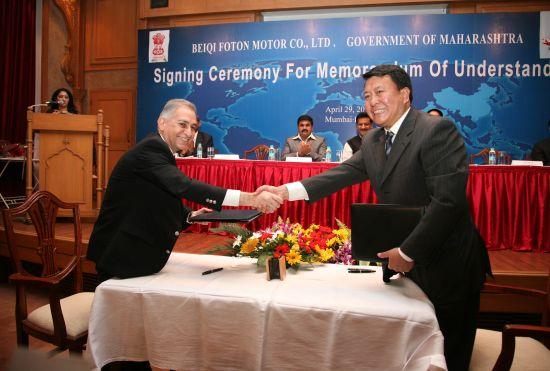 徐和谊董事长代表福田汽车与印度 马邦工业部首席秘书签约