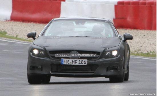 图为2013款奔驰SL63 AMG谍照