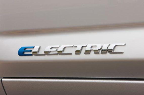2013款丰田RAV4电动车