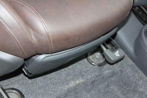 副驾驶座椅下面另有玄机