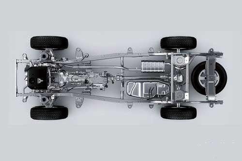 帕杰罗这种属于纯粹的越野车架构,只考虑安装四驱