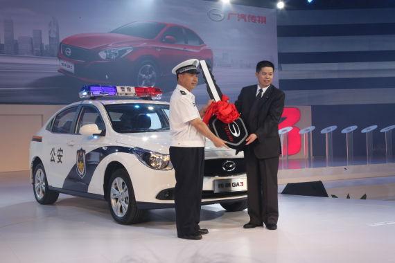 广汽传祺GA3现场向广州市交警交付新车