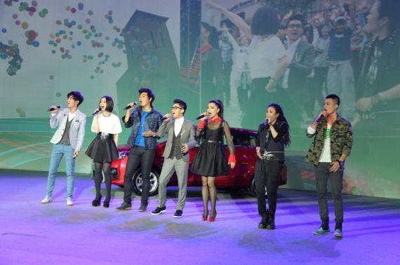 seven daysyaris成员(左起:陈楚生、姚贝娜、多亮、金志文、江映蓉、毕夏、欧豪)