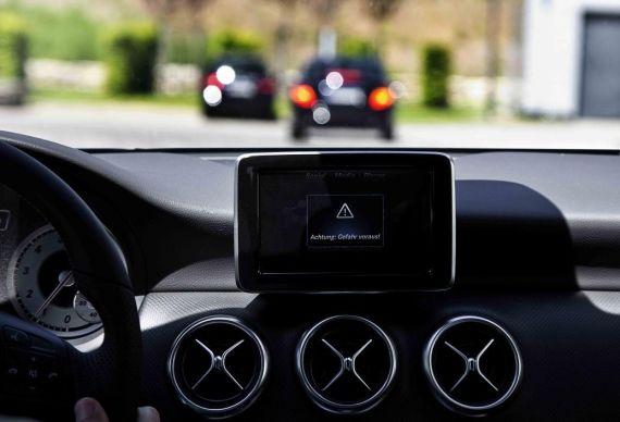 驾驶员将能得到提前预警(屏幕显示:注意!前方有危险!)