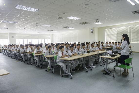进入广汽丰田的新员工最先走进的不是工厂,而是人才培训中心