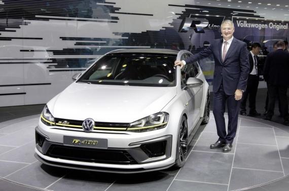 Volkswagen Golf R 400 concept 02