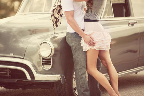 情侣在车上的那点事儿