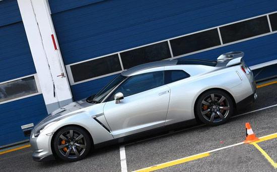日产GT-R跑车降16万售132万银色款有现车