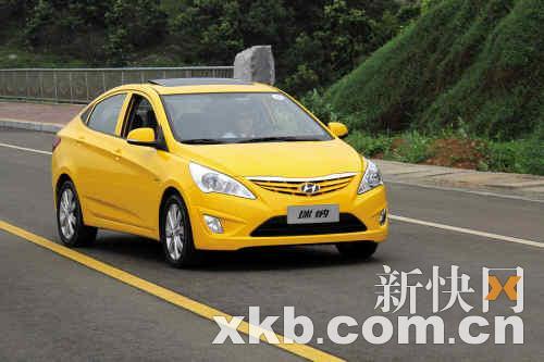 锦衣前卫试驾北京现代全新A0级车型瑞纳