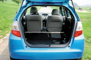 尾厢空间可达380升。