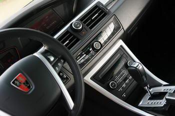 如此细腻的内厢装嵌和设计,比大多合资企业的同级车都高档不少.
