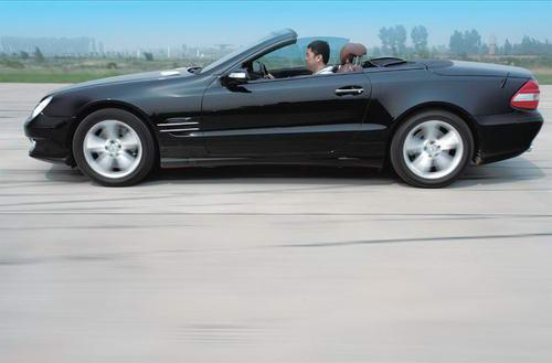 梅赛德斯-奔驰SL500外观图片
