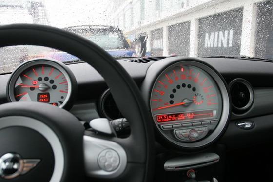 分离式仪表盘成为MINI的一种标志