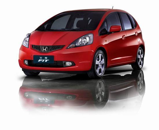 为了给广州本田旗下刚刚上市的锋范让路,目前北京地区各经销商处飞度1.3L车型的商品车供应量开始萎缩,其降幅也从6000元降至4000元,目前新飞度1.3L舒适版AT的市场售价从9.08万元涨价至9.28万元。新飞度1.5L车型的降幅从9000元回落至6000元,其中新飞度1.5L豪华版AT的市场售价从10.