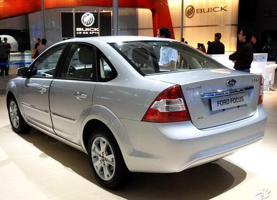 """排量:1.6L/2.0L   厂方指导价:13.98万-16.98万元    国产马自达3三厢   Mazda3是针对中国市场情况和消费者喜好而设计的一款紧凑型高性能轿车,秉承了""""技术的马自达""""一贯设计理念,全面体现了马自达品牌时尚、创意、活力的内涵,特别在操控表现上更是传承了马自达品牌的精髓。    马自达3内饰   一汽马自达3三厢版分为1."""
