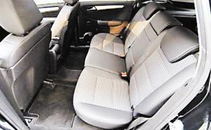 后排具有宽敞舒适的乘坐环境。