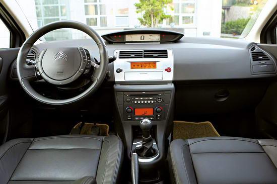 三厢世嘉的车内与之前的两厢产品相差无几