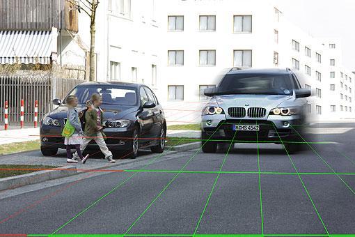 保护行人安全 宝马Car-2-X Communication系统 汽车殿堂