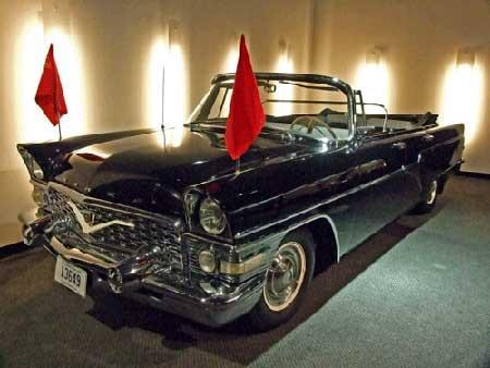 图为1962款Chaika车型