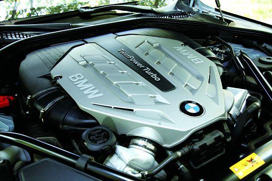 63B44A的V8发动机是宝马的王牌,而在ActiveHybrid 7上其被调校